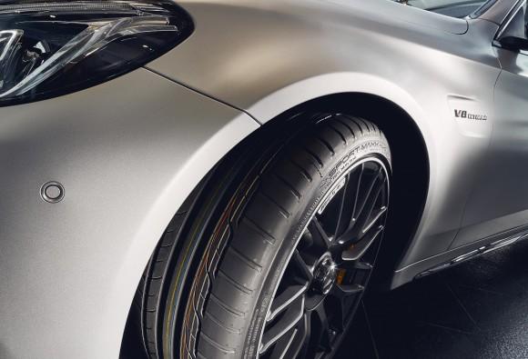 Mercedes AMG C63 na oponach Dunlop (1)