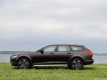 2_Volvo_V90_Cross_Country