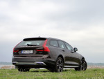 3_Volvo_V90_Cross_Country